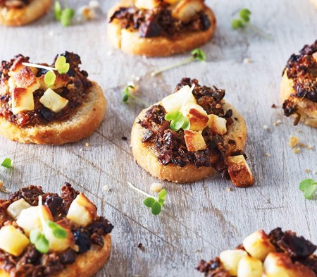 Halloumi & Tapenade Bruschettine
